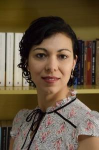 Drª Carolina Fernandes autografou livro na Leb, sábado