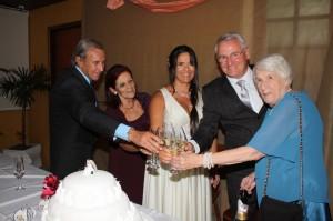 Os pais dela, Téo Vasconcellos e Norma, Stela e Rubens, a mãe dele, Milena Trevisan