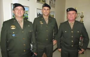 Agraciados com Medalha da Ordem do Exército: ten.cel. Rafael Almeida (3º R C Mec), ten.cel. Humberto Silveira de Almeida (12º R C Mec – Jaguarão), ten.cel. Coutinho (3º B Log)