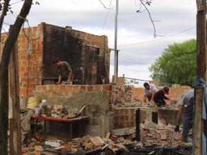 Família precisa de ajuda para a reconstrução