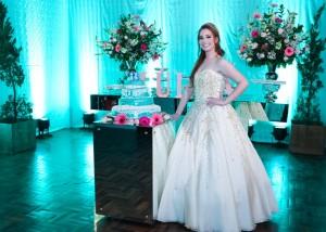 Julia Rosa dos Santos ganhou festa de 15 anos, sábado (30), na campestre do Clube Caixeiral,, clic Gleider Ayres