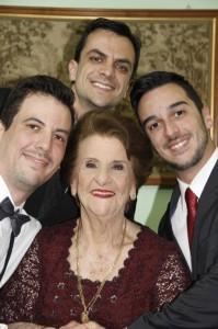 Reny e os netos: André Firpo Beviláqua, Gustavo Firpo Dalponte, Giovani Firpo Delduca