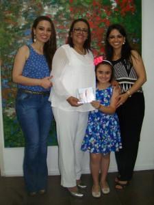 Na Biblioteca Otávio Santos,  Ana Lúcia Tavares de Souza, as filhas e a neta, CD Bênção e Luz, músicas de Ana Lúcia, uau!