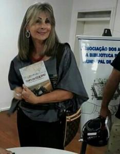 """Maria Eliane Caminha Leal, nos autógrafos: """" Tempo em Equilibrio – entre Paris e Singapura"""", de Ricardo Lugris, sábado, na Biblioteca Otávio Santos"""